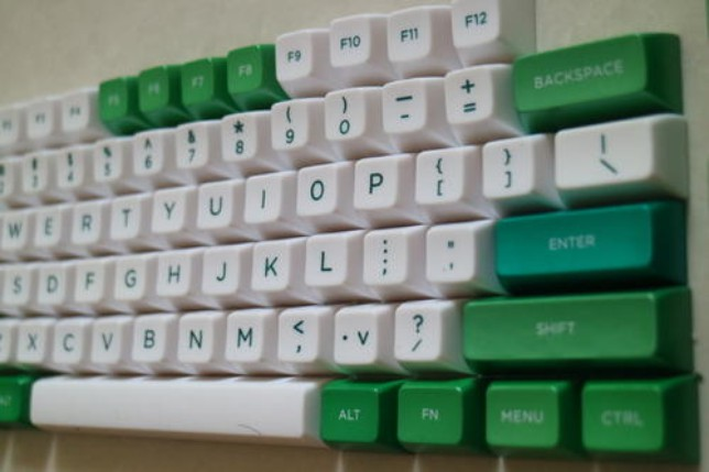第一步:检查电脑键盘是否通电!